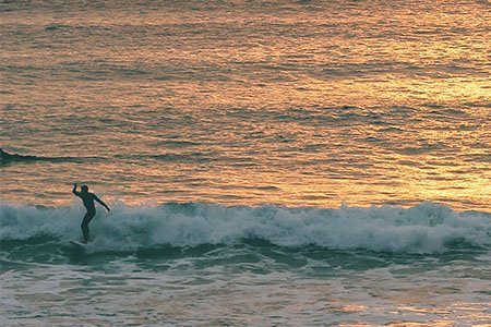 sunset-surf-lesson-experience-with-SSS-surf-school-newquay-cornwall